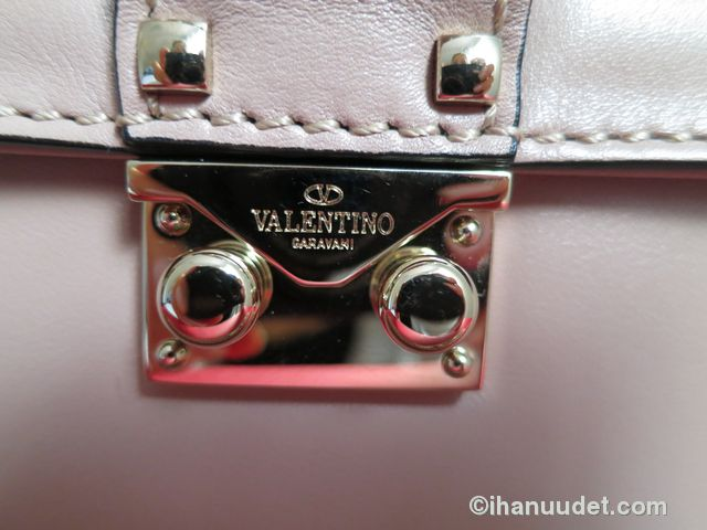 Valentino Glamlock Medium Poudre4.JPG