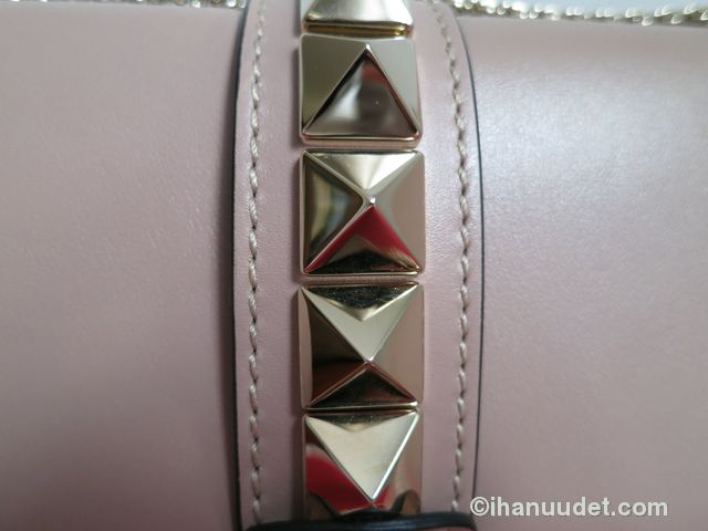 Valentino Glamlock Medium Poudre5.JPG