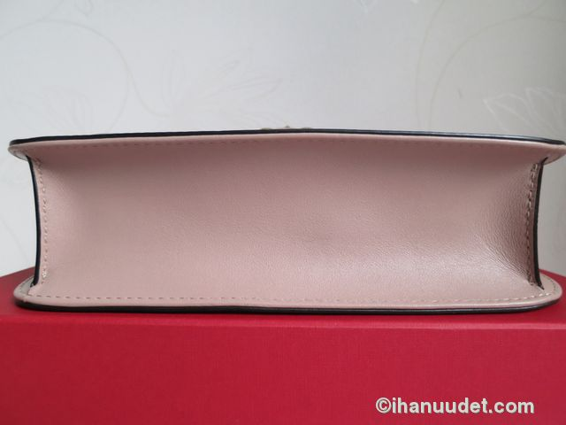 Valentino Glamlock Medium Poudre9.JPG